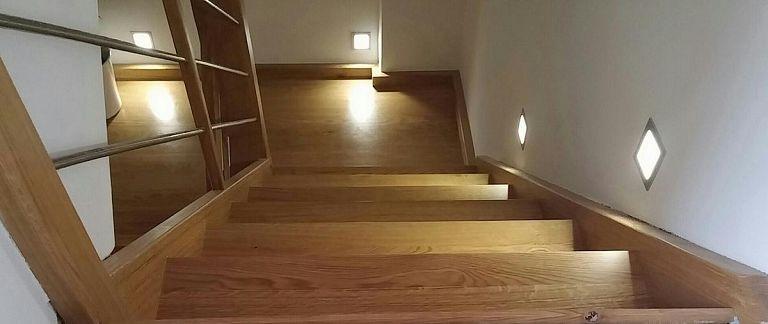 Stopnice z osvetlitvijo