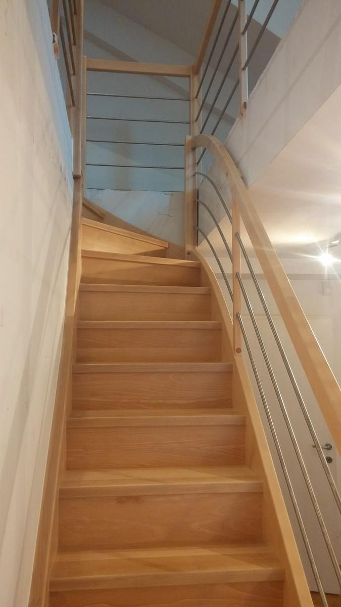 Večnivojske lesene stopnice z Inox ograjo