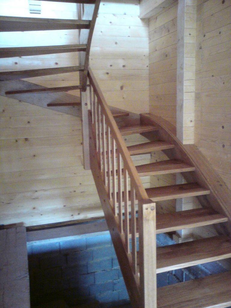 Lesene stopnice v leseni hiši