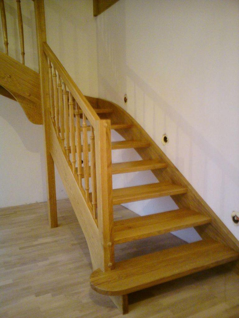 Leseno stopnišče z osvetlitvijo