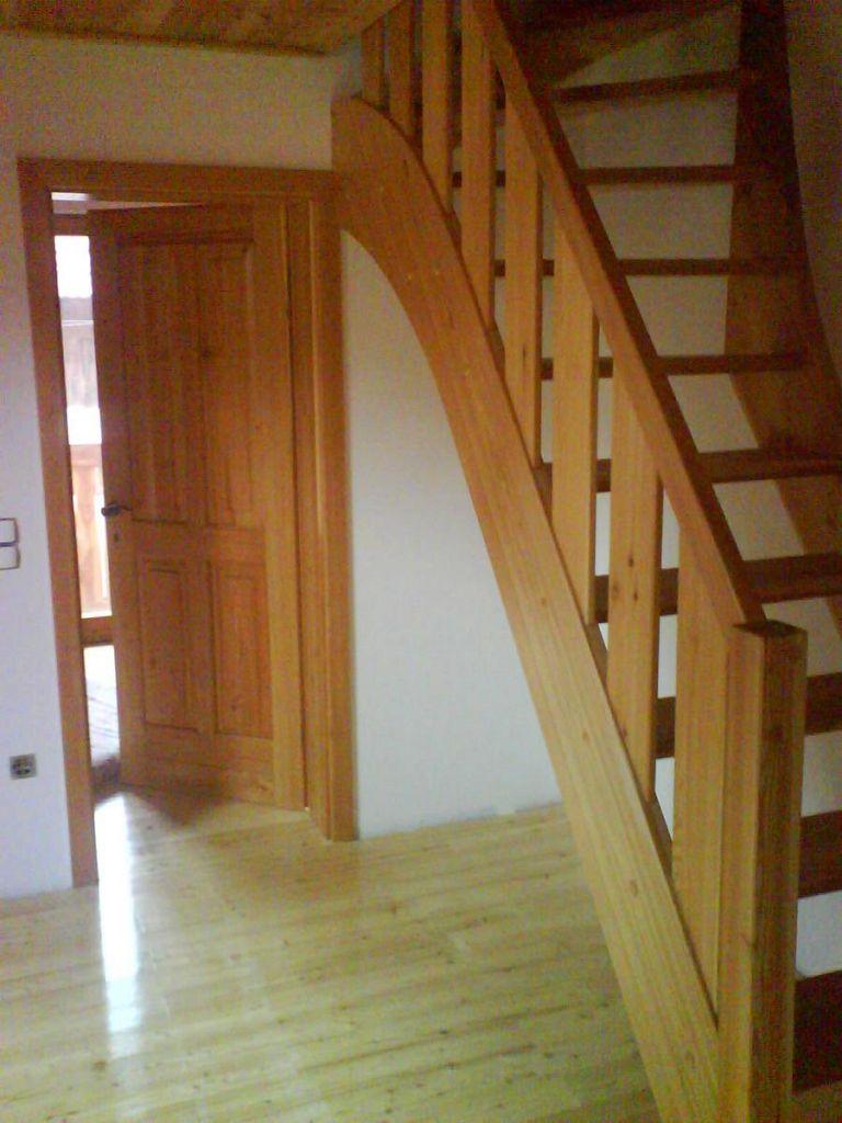 Lesene stopnice iz dnevne sobe