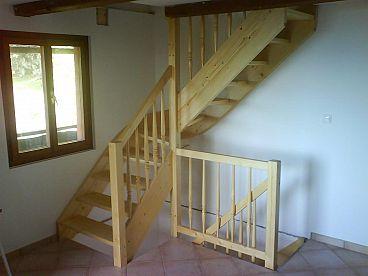 Večnivojske lesene stopnice