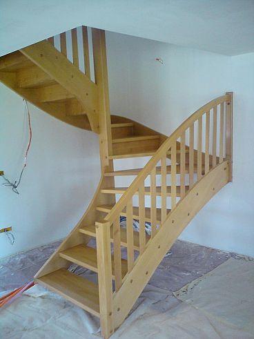 Lesene stopnice za montažne objekte