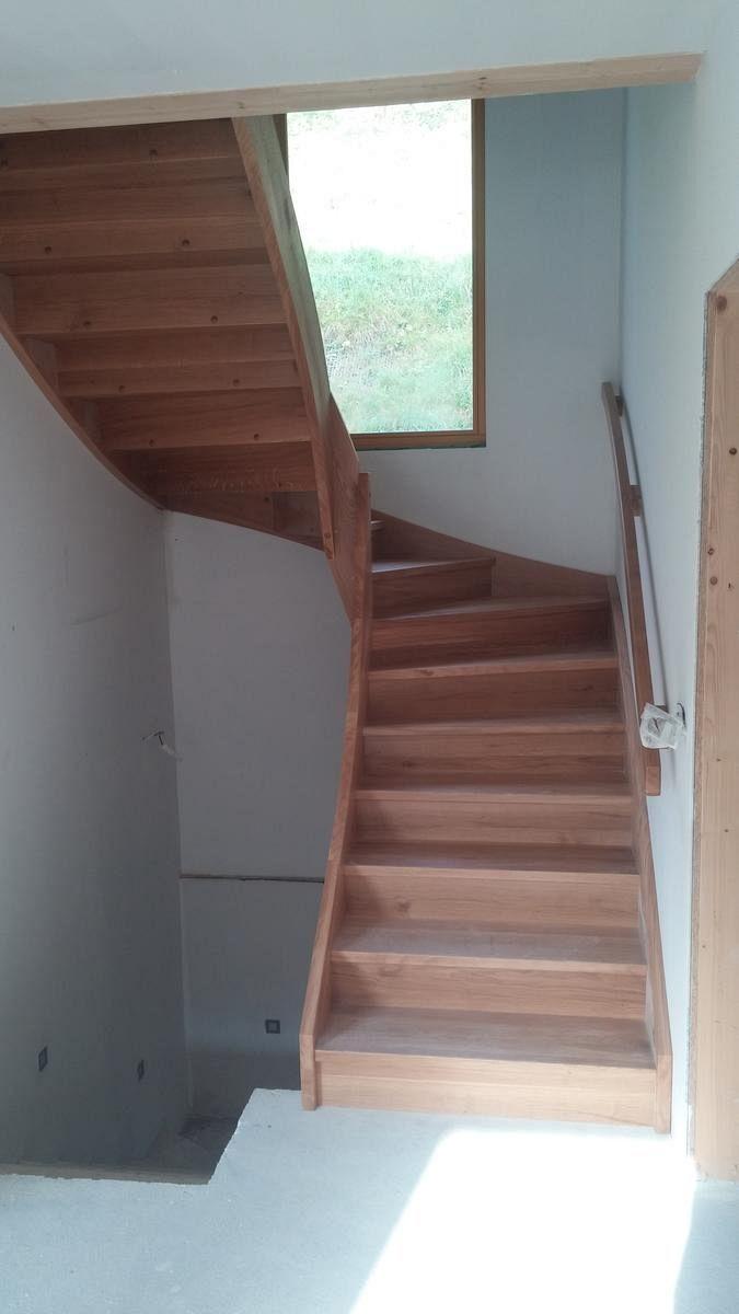 Večnivojske lesene stopnice z držalom