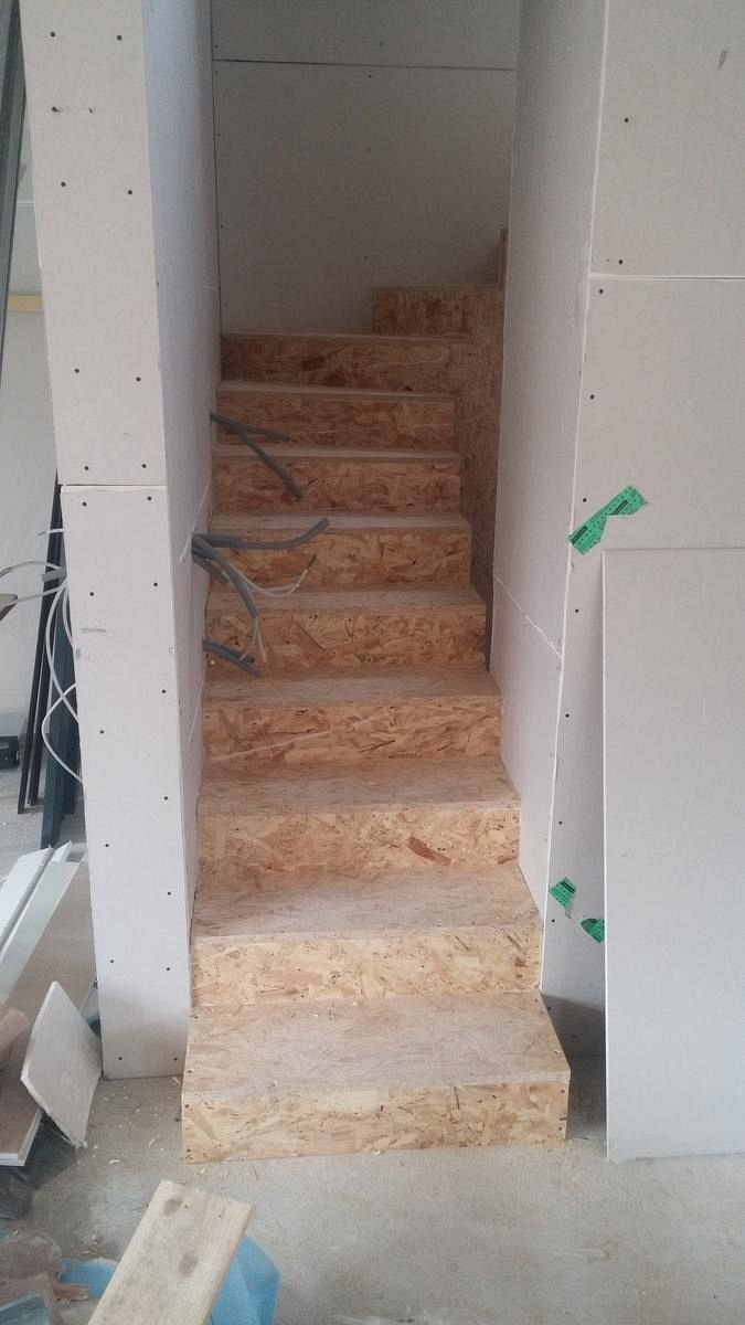 Osnovna obloga lesenih stopnic