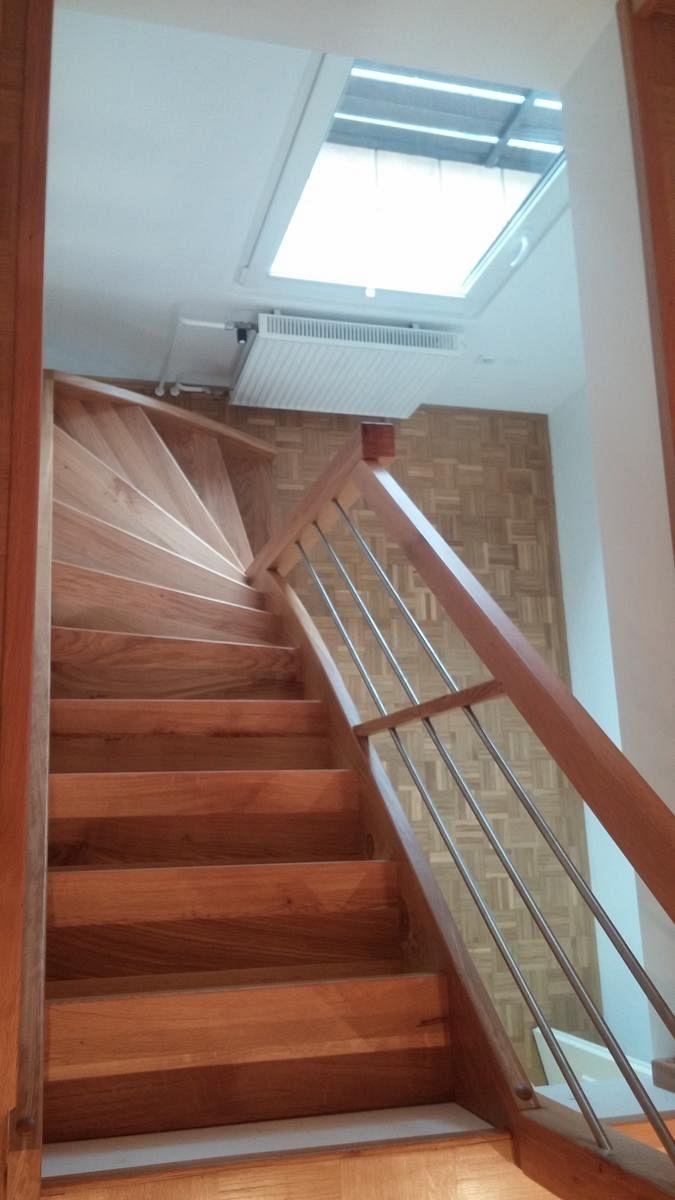 Lesene stopnice v češnjevi barvi