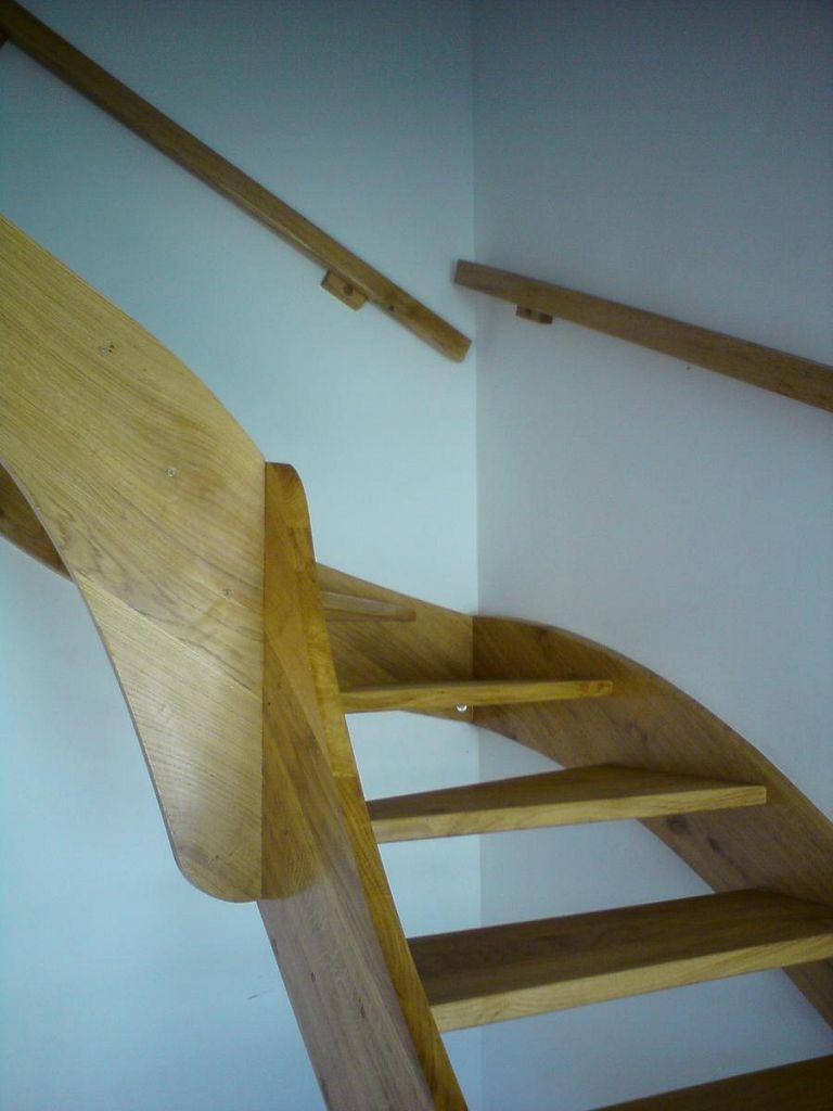 Lesene stopnice brez ograje