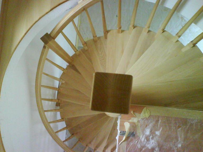 Navpično leseno stopnišče