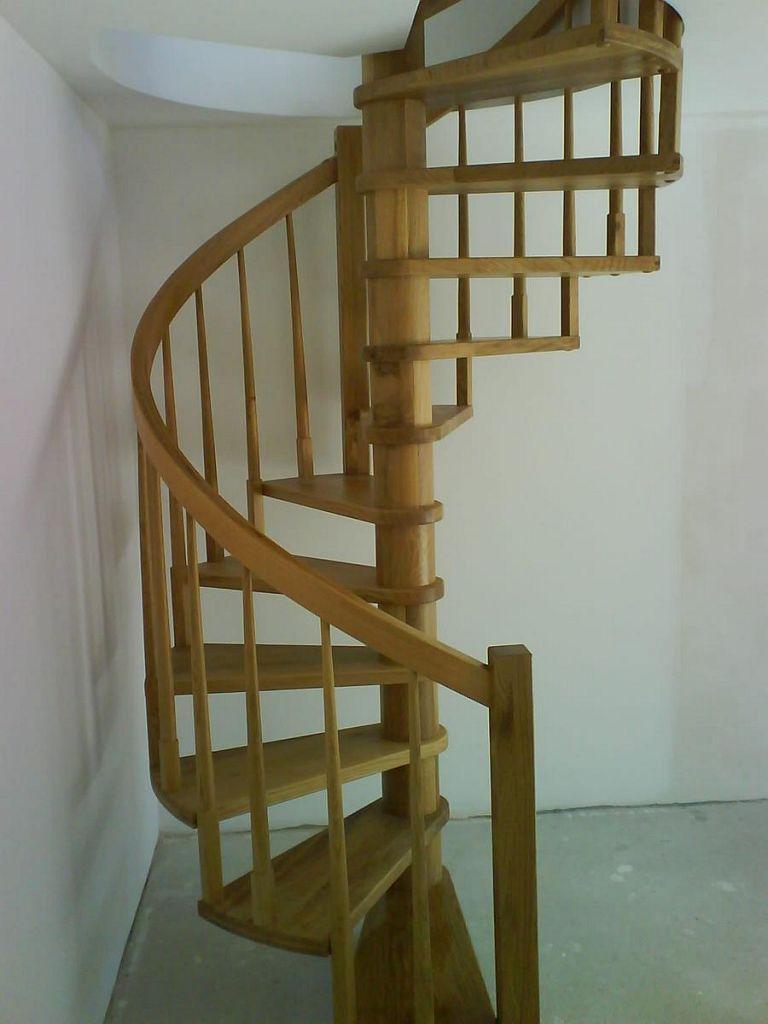 Polžaste lesene stopnice