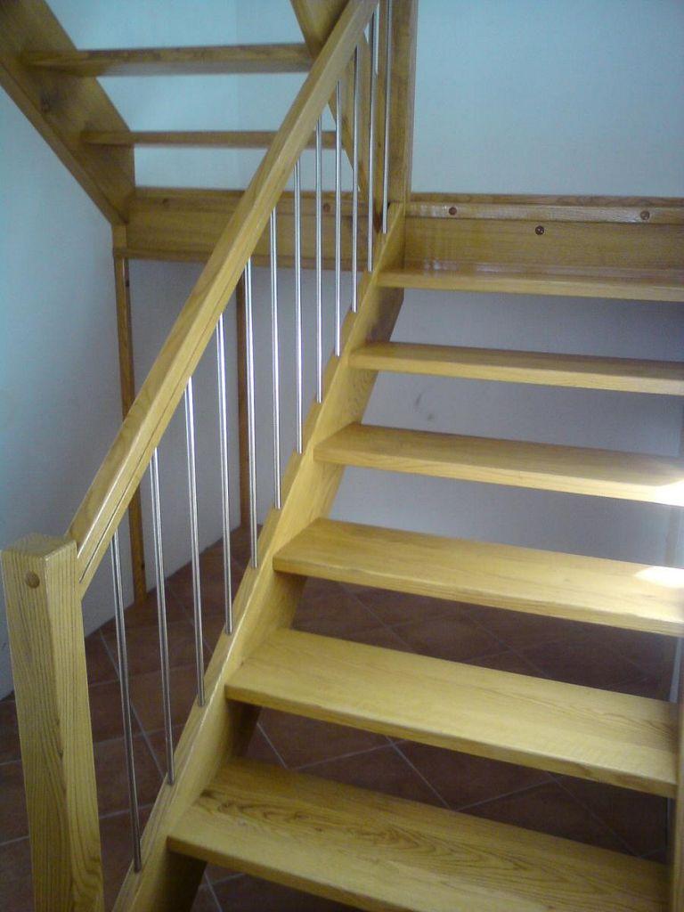 Lesene stopnice z Inox elementi