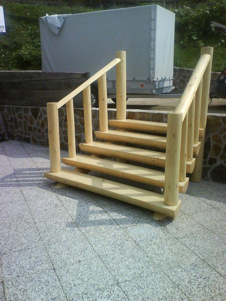 Vhodno leseno stopnišče
