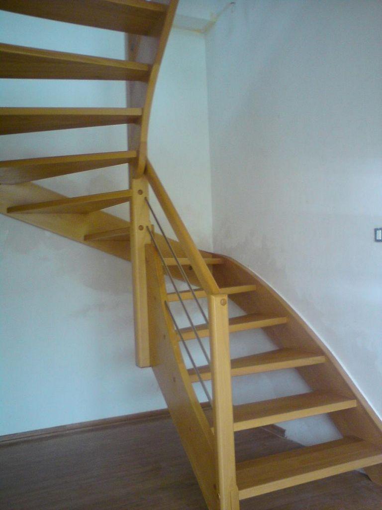 Lesene stopnice v natur izvedbi z inox ograjo