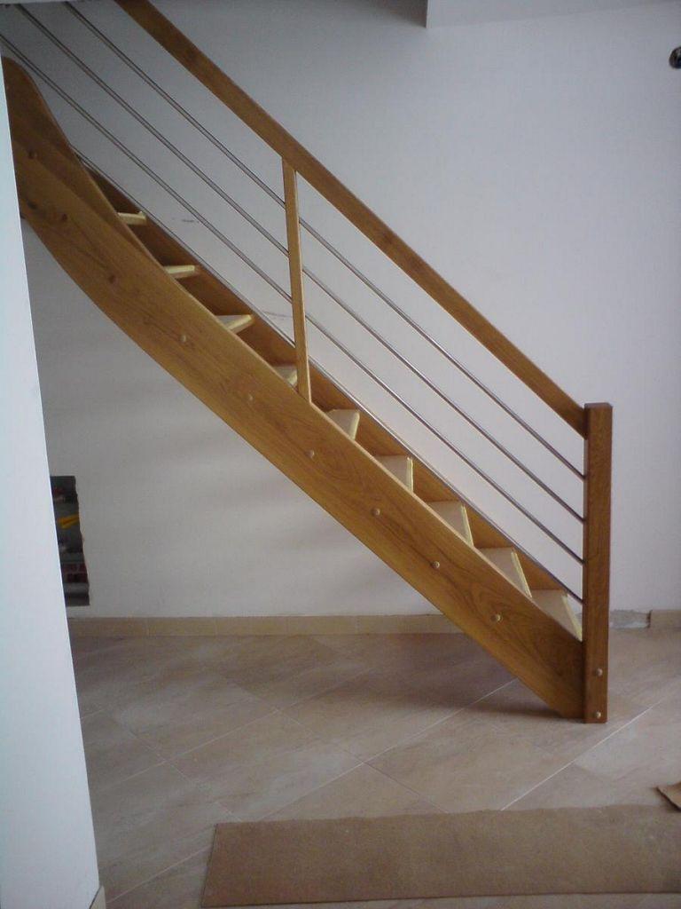 Ravne lesene stopnice z inox ograjo